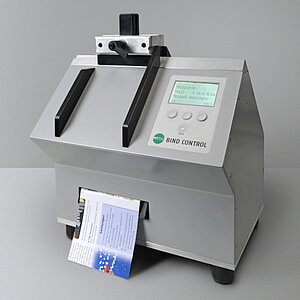 The Perfect Binding Tester BIND CONTROL is used by the Druckerei Vetters printing company for determining the residual strength in the fold