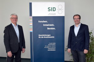 Dr. Jürgen Stopporka (left) warmly welcomes Dr. Thomas Kaulitz to the institute's management of SID
